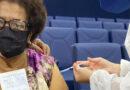 Primeiros cidadãos a serem vacinados na cidade recebem 2ª dose