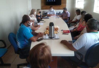 Prefeito reúne-se com representantes da cultura e educação